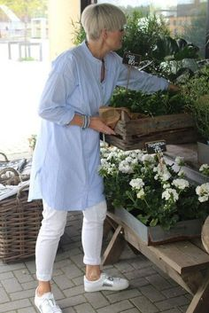 24 Ideas For Womens Fashion Over 40 Summer Over 60 Fashion, Over 50 Womens Fashion, 50 Fashion, Fashion Outfits, Fashion Tips, Fashion Stores, Cheap Fashion, Fashion Women, Fashion Trends