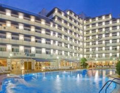 Hotel Mar Blau is located 450 metres from Calella beach and offers 2 outdoor pools, a fitness centre and rooms with a private balcony.