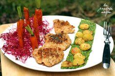 KrisKross-Pfeffer-Schnitzel mit Ahornsirup-Estragon-Möhren, Kartoffelbällchen aus dem Ofen und Basilikum-Ruccola-Pesto