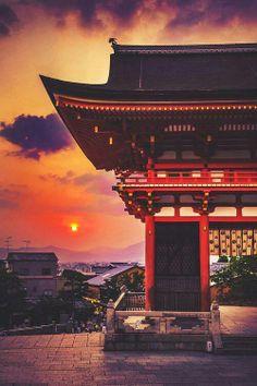 Sunset in Kiyomizu-dera, Kyoto, Japan