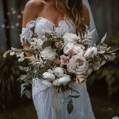 W E D D I N G ➳ This bouquet by @missdaisyflowershop is out of this world!