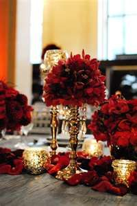 red and gold table top i will be on the look out for some gold - Red And Gold Christmas Table Decorations