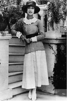1927, Wallis Simpson at30