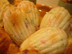 """Voilà encore une recette de madeleines provenant du livre """"Les madeleines de Sophie"""", et une fois de plus, elles sont testées et approuvées... Délicieuses, fondantes à souhait! Pour 16 madeleines environ 2 oeufs 80g de farine 1/2 sachet de levure chimique..."""
