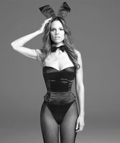 Hilary Swank in Playboy Bunny costume. Halloween Kostüm, Halloween Outfits, Playboy Bunny Costume Halloween, Halloween Kleidung, Bunny Outfit, Halloween Disfraces, Celebs, Celebrities, Hollywood Actresses