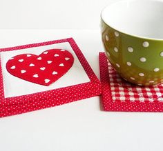 Quilted Fabric Coaster - Everybody Loves Somebody - 4 Reversible Applique Mini Quilts Candle Mat Set - Red and White Hearts