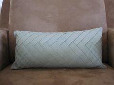 Herringbone pattern pillow tutorial!