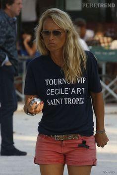 Cécile de Ménibus a participé au traditionnel tournoi de pétanque VIP à Saint-Tropez. C'est dans une tenue très sexy que la présentatrice s'...