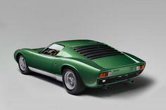 Der lackierte Kampfstier Lamborghini Miura SV von 1971 gilt als als der erste Supersportwagen der Automobilgeschichte