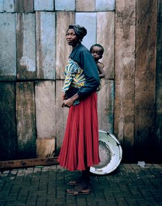 """a–fri–ca: """" Kayayei Women of Accra (Ghana) by Luca Sage """" Warrior King, Tribal People, Native Style, Accra, Urban Chic, Photo Colour, West Africa, Mother And Child, Color Photography"""