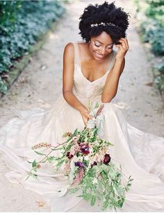How to Beautifully Style Afro Hair for your Wedding Natural Hair Wedding, Natural Wedding Hairstyles, Natural Hair Brides, Afro Wedding Hairstyles, Bridal Looks, Bridal Style, Twist Out Styles, Curly Hair Styles, Natural Hair Styles