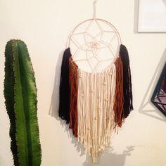 Mon nouveau DiY #DiY #dreamcatcher #hanging #weaving #cactus #wallart #walldecor #bohodecor #gypsy #boho #nativeamerican #instadecor #handmade #faitmain #attrapereve #wallhanging #wool #woolart #woven #textiledesign #interior  #decoration  #urbanjungle #homedecor