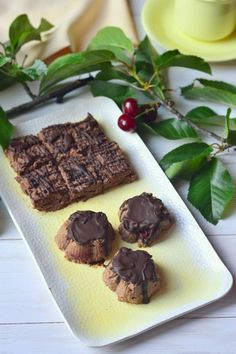 Meggyes édességek kölesből recept - Kifőztük, online gasztromagazin Naan, Smoothie, Muffin, Paleo, Minden, Food, Essen, Smoothies, Muffins