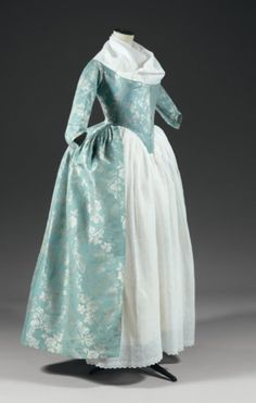 Light blue and white robe a l'anglaise, 1760 - From Thierry de Maigret