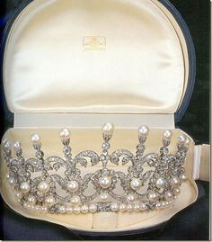 Pearl and diamond tiara given by King Umberto II to his daughter, Maria Gabriella