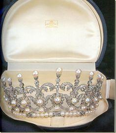 Pearl and diamond tiara given by King Umberto II to his daughter, Maria Gabriella.