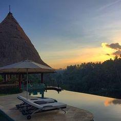 Sunrise @ The Viceroy Bali. #bedimages #luxuryresort #luxurytravel #luxuryhotel #resort #hotel #boutiquehotel #sghotels #singaporehotels #singapore #hotelsandresorts #travel #hospitality #aerial #aerialphotography #architectual #architectualdigest #l por: bedimages