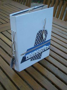 En septembre dernier, Anne44 nous a proposé un atelier en ligne sur le forum de la fée. Un super moment que j'ai adoré. Merci Anne pour ce mini que j'aime beaucoup, tes explications très claires et ce très bon moment partagé. Avec son accord, je propose... Mini Album Scrap, Mini Albums Scrapbook, Agenda Bullet, Memory Album, Pocket Letters, Pocket Cards, Book Journal, Mini Books, Album Covers