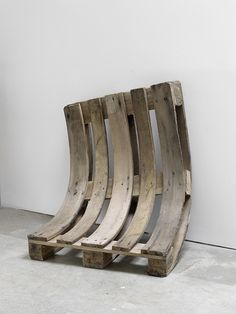 Alicja Kwade, Used and Tired - 2012 pallet 85 x 80 x 40 cm