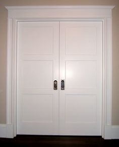 Craftsman door casing (and wide plank floors tho you can't see them) Craftsman Interior Doors, Craftsman Style Interiors, Interior Door Styles, Craftsman Door, Interior Design, French Interior, Diy Design, Interior Decorating, Decorating Ideas