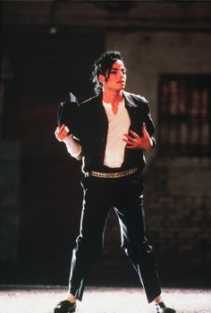"""MICHAEL JACKSON PERFORMS THE EPIC 'PANTHER DANCE' SEGMENT FROM  HIS """"BLACK OR WHITE"""" SHORT FILM. ....Aaahhhhhhhmaaaazzzzingggg!  :-D :-P :-*  :-*  :-*"""