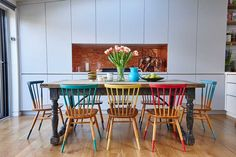 Home vintage kitchen chairs 17 ideas Rustic Dining Chairs, Painted Dining Chairs, Colored Dining Chairs, Kitchen Chairs, Dining Room Chairs, Kitchen Furniture, Rustic Furniture, Home Furniture, Kitchen Decor