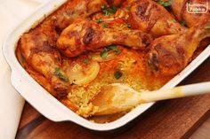 Kurczak pieczony na ryżu, który robi się sam [PRZEPIS] - Kulinarna Polska | Gotowanie i jedzenie Chicken Wings, Curry, Food And Drink, Meat, Ethnic Recipes, Impreza, Curries