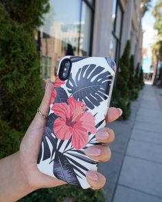 Out in LA Phantom Hibiscus floral case for iPhone X, iPhone 8 Plus/7 Plus & iPhone 8/7 from Elemental Cases #phantomhibiscus #florals #elementalcases available for #iphonex #iphone8plus #iphone8