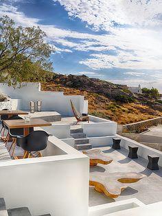 ★ Ios Club Cocktail Bar - Greece ★ Greece Photography, Outdoor Furniture Sets, Outdoor Decor, New Travel, Greek Islands, Restaurant Bar, Sun Lounger, Habitats, Living Spaces