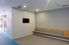 AA Clinic / equipoeme estudio #espera #panelado #diseño #clinica #estética  #iluminación