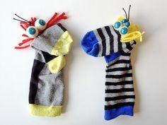 Hacer marionetas con calcetines de los protagonistas de los cuentos para escenificarlos después.