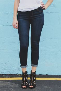 Sublime 50+ Cropped Jeans & Pants for Women https://www.fashiotopia.com/2017/04/21/50-cropped-jeans-pants-women/ If you discover jeans a little uncomfortable, go for Gaucho pants. Well, there are lots of jeans and lots of t-shirts. It is possible to pair your cro...