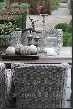 lovely grey outdoor dining set :D Diy Garden Furniture, Wicker Furniture, Outdoor Furniture Sets, Wicker Chairs, Coaster Furniture, Outdoor Rooms, Outdoor Dining, Outdoor Gardens, Outdoor Decor