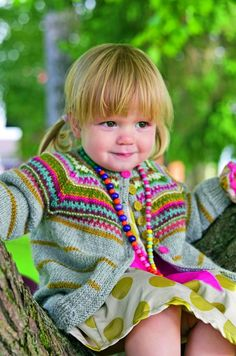 Striped cardigan with colorwork yoke. This is a child's version of Kristin Wiola Ødegård's Retrojakke med raglanermer. Available only in Norwegian. Baby Cardigan Knitting Pattern Free, Kids Knitting Patterns, Crochet Baby Sweaters, Knitting For Kids, Knitting Projects, Baby Knitting, Knit Crochet, Baby Boutique Clothing, Fair Isle Knitting