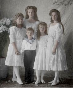 The children of Tsar Nicholas II of Russia and Empress Alexandra Feodorovna in 1910. From left to right is Grand Duchess Maria Nikolaievna, Tsesarevich Alexei Nikolaievich, Grand Duchess Olga Nikolaievna, Grand Duchess Anastasia Nikolaievna and Grand Duchess Tatiana Nikolaievna.  http://otmaafan91.deviantart.com/