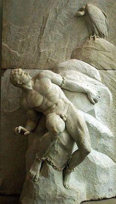 Prometeo. Titán amigo de los mortales, honrado principalmente por robar el fuego de los dioses en el tallo de una cañaheja, darlo a los hombres para su uso y posteriormente ser castigado por Zeus por este motivo.