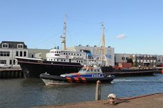 Roger van der Kraan @tugspotter @knrm redders in de zwaarste stormen. Alleen @SMCR - is met pensioen :-) Gespot in de haven van #Maassluis