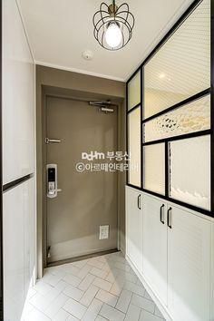 Daum 부동산 인테리어 Entrance Design, House Entrance, Door Design, House Design, Lobby Interior, Interior Design, Front Door Lighting, Beauty Salon Decor, Dream House Interior