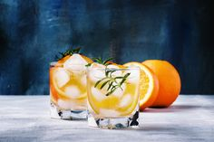 Drinks Med Gin, Cocktail Drinks, Cocktail Recipes, Tonic Drink, Gin And Tonic, Focus Foods, Easy Drink Recipes, Winter Cocktails, Orange Recipes