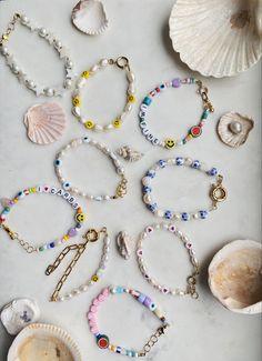 Handmade Wire Jewelry, Beaded Jewelry Designs, Bead Jewellery, Cute Jewelry, Jewelry Crafts, Jewelry Accessories, Fashion Accessories, Pulseras Kandi, Homemade Jewelry