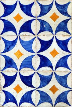 Visual poetry in the walls of Lisbon Tile Art, Mosaic Tiles, Tile Design, Pattern Design, Vintage Tile, Portuguese Tiles, Stencil Painting, Tile Patterns, Surface Design