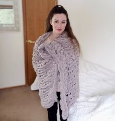 Easy Chunky Hand-Knitted Blanket in One Hour : 9 Steps (with Pictures) - Instructables Chunky Knit Throw Blanket, Hand Knit Blanket, Crochet Blanket Patterns, Knitted Blankets, Scarf Patterns, Knitting Patterns, Stitch Patterns, Chunky Crochet, Crochet Yarn