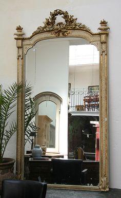 beautiful floor mirror with incredible details!