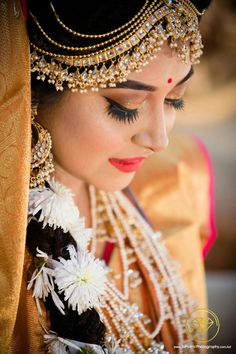 Beautiful bride in their adorable wear Indian Wedding Photography, Wedding Photography Poses, Couple Photography, Portrait Photography, Indian Bridal Makeup, Bridal Beauty, Bride Poses, Long Pearl Necklaces, Gold Necklace