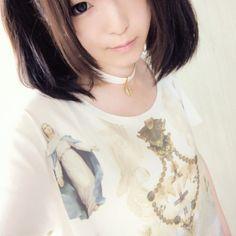 真っ白なカメオチョーカーとマリア様のTシャツ。 |moe_daydreamの投稿画像