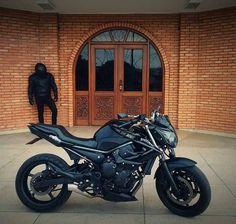 XJ6 black