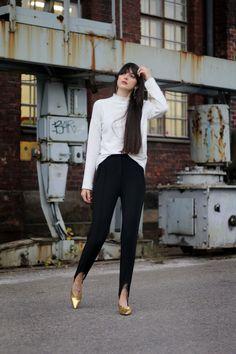 fuseau-pants-white-turtle-neck-golden-hooves-06