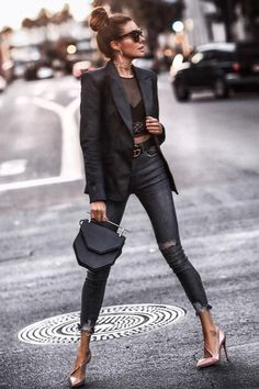 50 Most Flattering Jeans Style Examples For Summer This sophisticated look is perfect for fashionistas everywhere! Look Fashion, Autumn Fashion, Fashion Outfits, Womens Fashion, Fashion Trends, Jeans Fashion, Ladies Fashion, Fashion Clothes, Fashion Ideas
