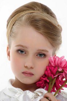 Russian child model Dasha Chendekova.