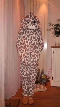 Mijn onesie een giraf leuk hoor  voor naar een verkleed feest of naar bed als pyjama haha je kan het gebruiken waarvoor je maar wilt xx
